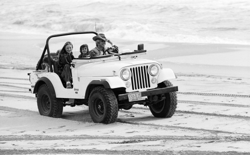 Ralph-Laurens-White-Jeep-01