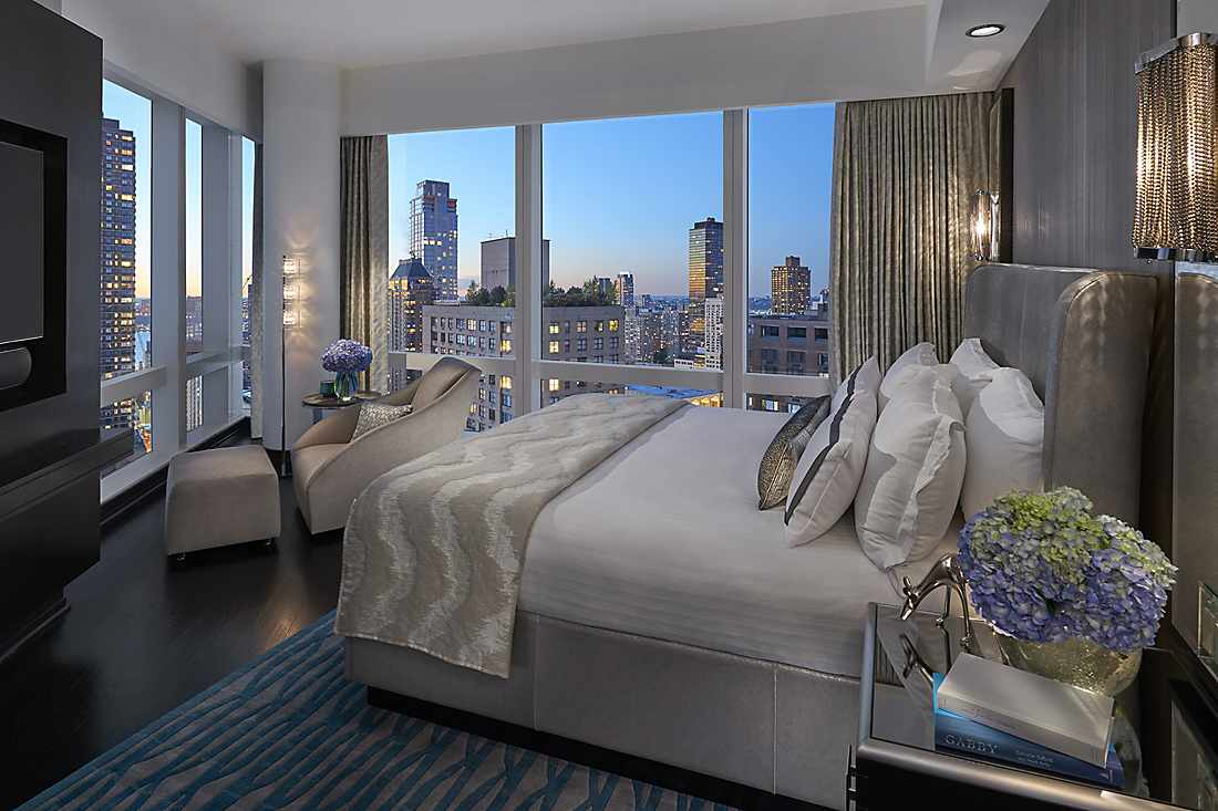 a room in the mandarin oriental hotel in new york